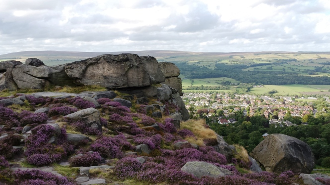 Der sagenumwobene Cow and Calf Felsen in Ilkley Moor/Westyorkshire