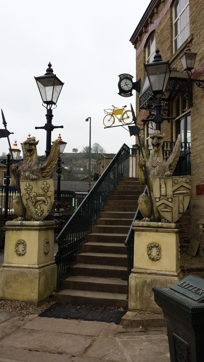 Imponierender Aufgang zu den Victoria Mills.