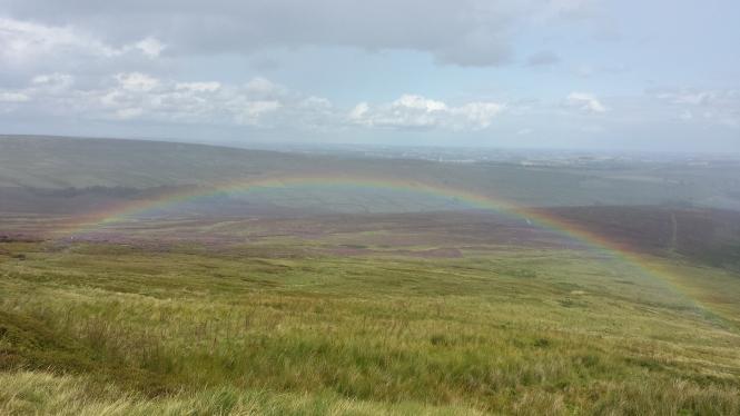 An einem Tiefpunkt angelangt, eröffnet sich vor mir plötzlich dieser unglaubliche Regenbogen. Ein Hoffnungsschimmer und Mutmacher für die nächsten Schritte.