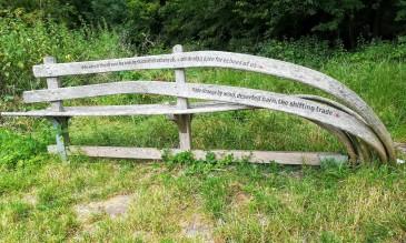 Sechs Poesiebänke erhellen das Wanderergemüt auf dem Wolds Way.